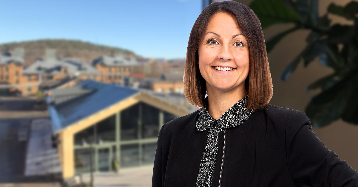Hur kan man gå tillväga som arbetsgivare om man behöver sänka lönen för anställda? Löneexpert Mirja Lenes förklarar.